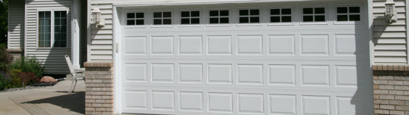 Timberland residential garage doors great combination of quality and affordability, these pan-style doors are available in several colors and window selections, while offering optional insulation for improved thermal efficiency.